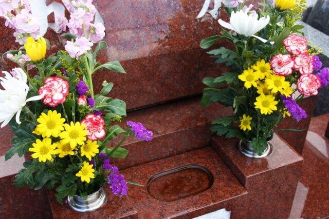 【お墓のリフォーム】お墓・墓石の花立はいつ交換すべき? class=