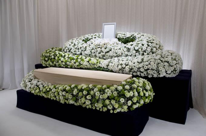 【葬儀に欠かせないお花】葬儀のフラワーアイテムは? class=