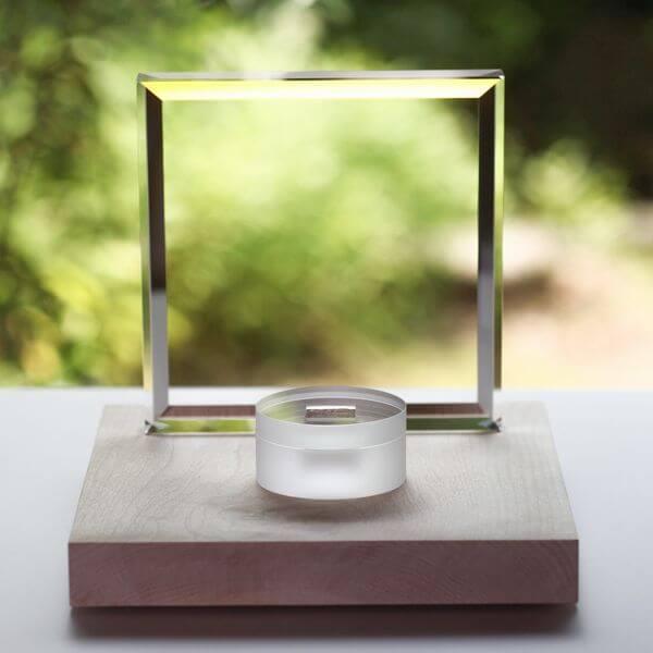光学ガラスで創られた手元供養品~光がもたらす神秘の世界~ class=